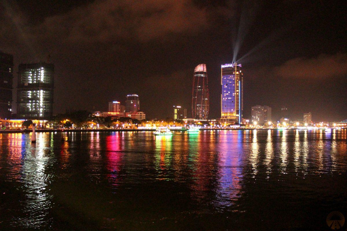DaNang di notte – vista dal Barney's Danang hostel – backpackers hostel