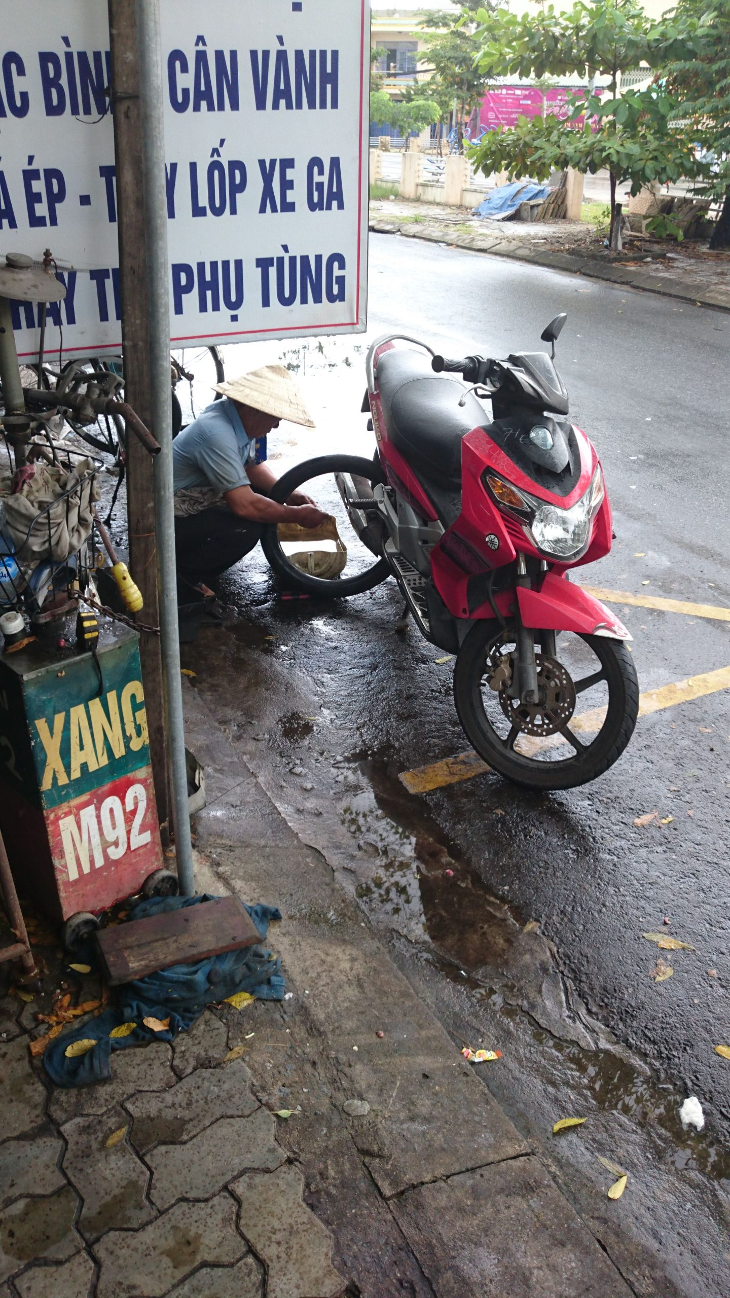 mechanic da nang how to ride motorbike vietnam