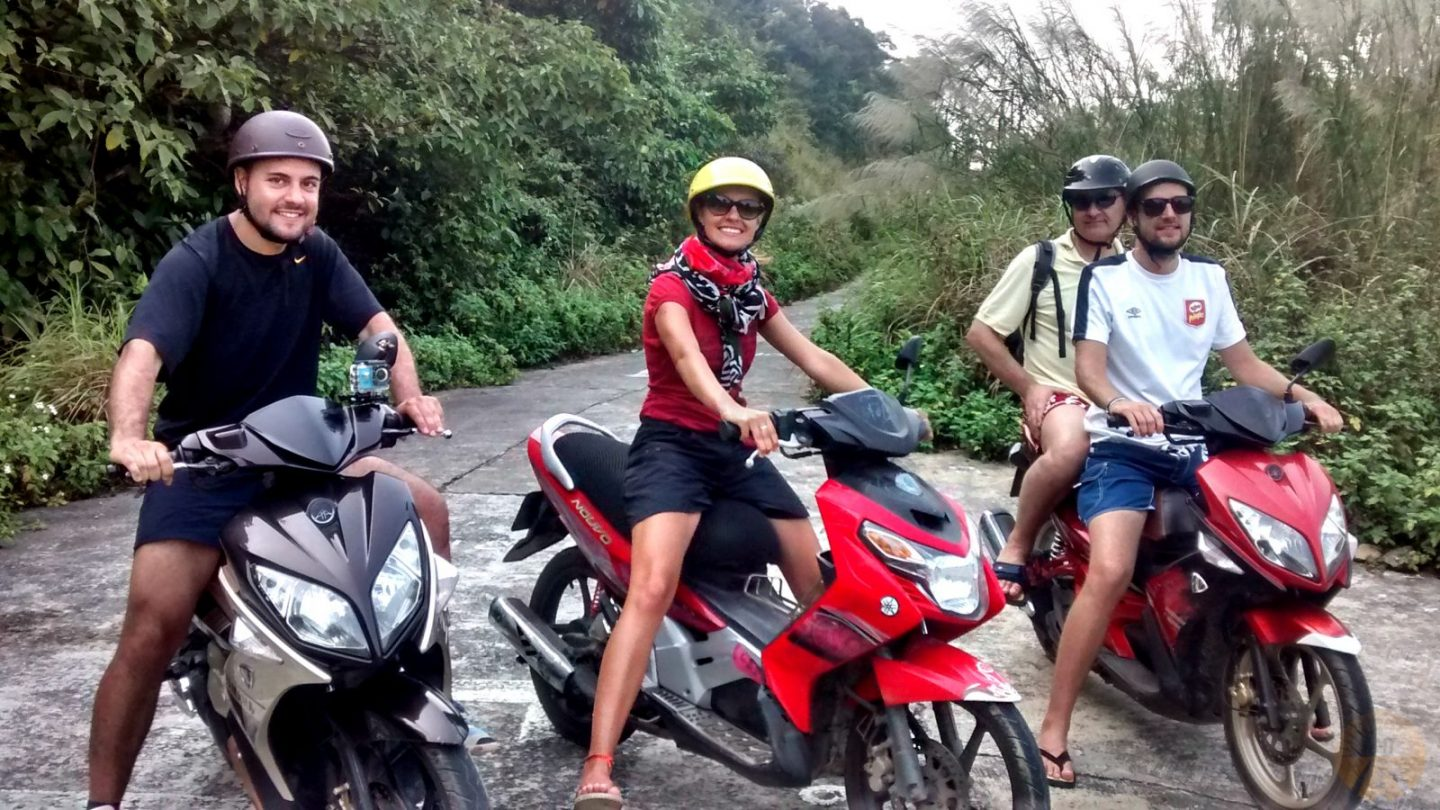 HOW TO DRIVE (AND SURVIVE) IN VIETNAM