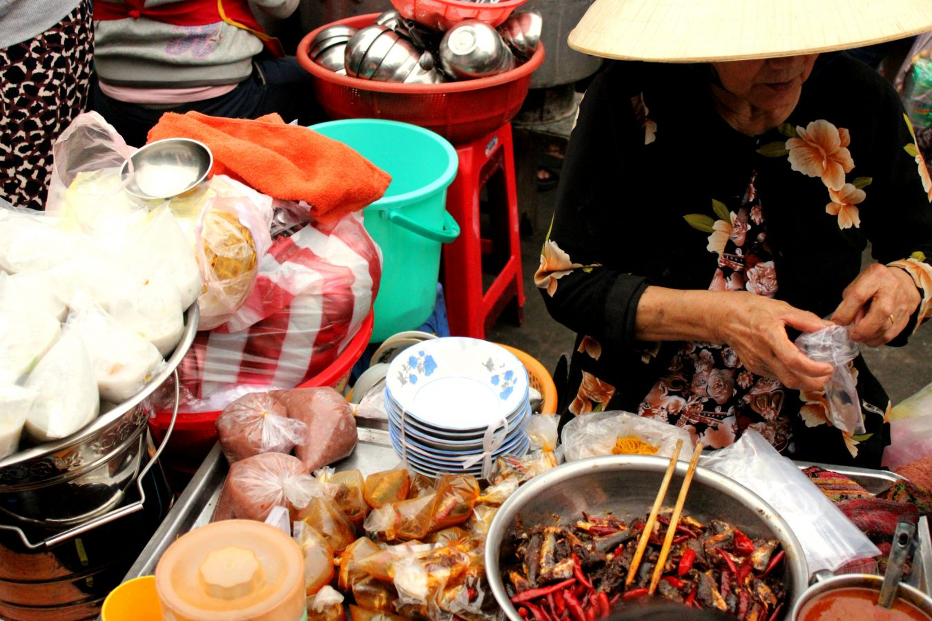 Street food in Cồn Market