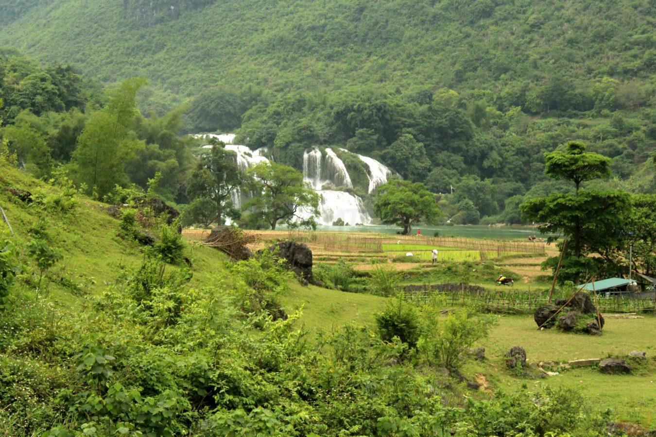 Approaching Ban Gioc waterfall