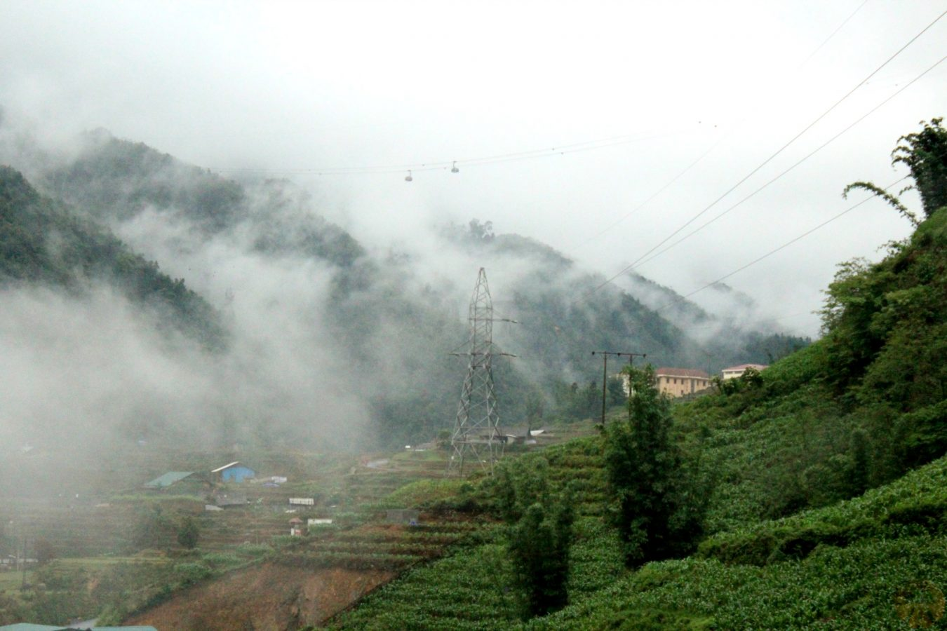 Cable car to Fansipan mountain