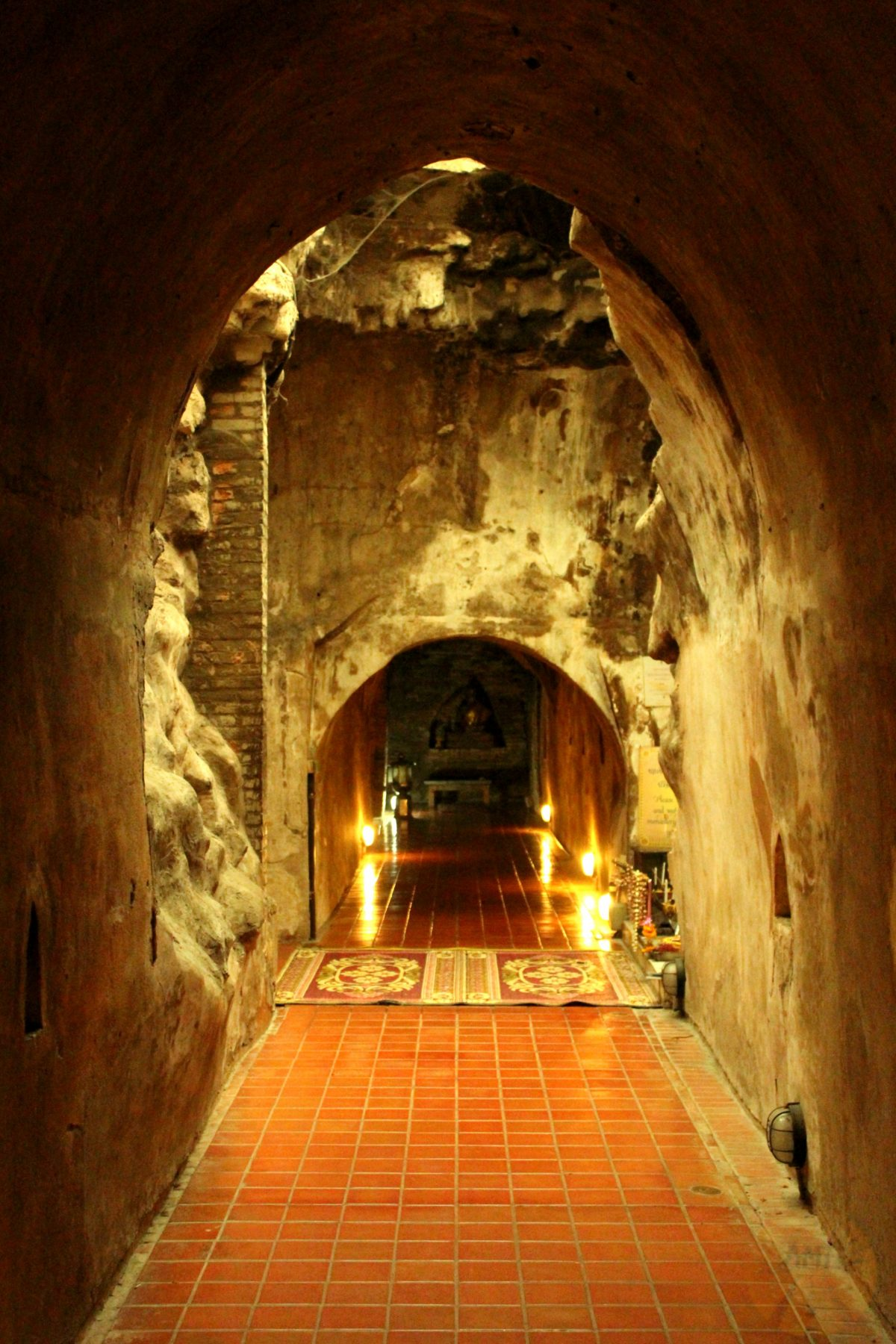 Tunnels under Wat Umong temple