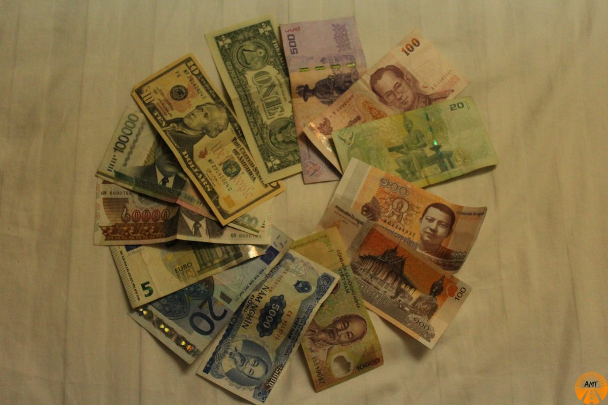 how to change money asia vietnam laos thailandia cambodia