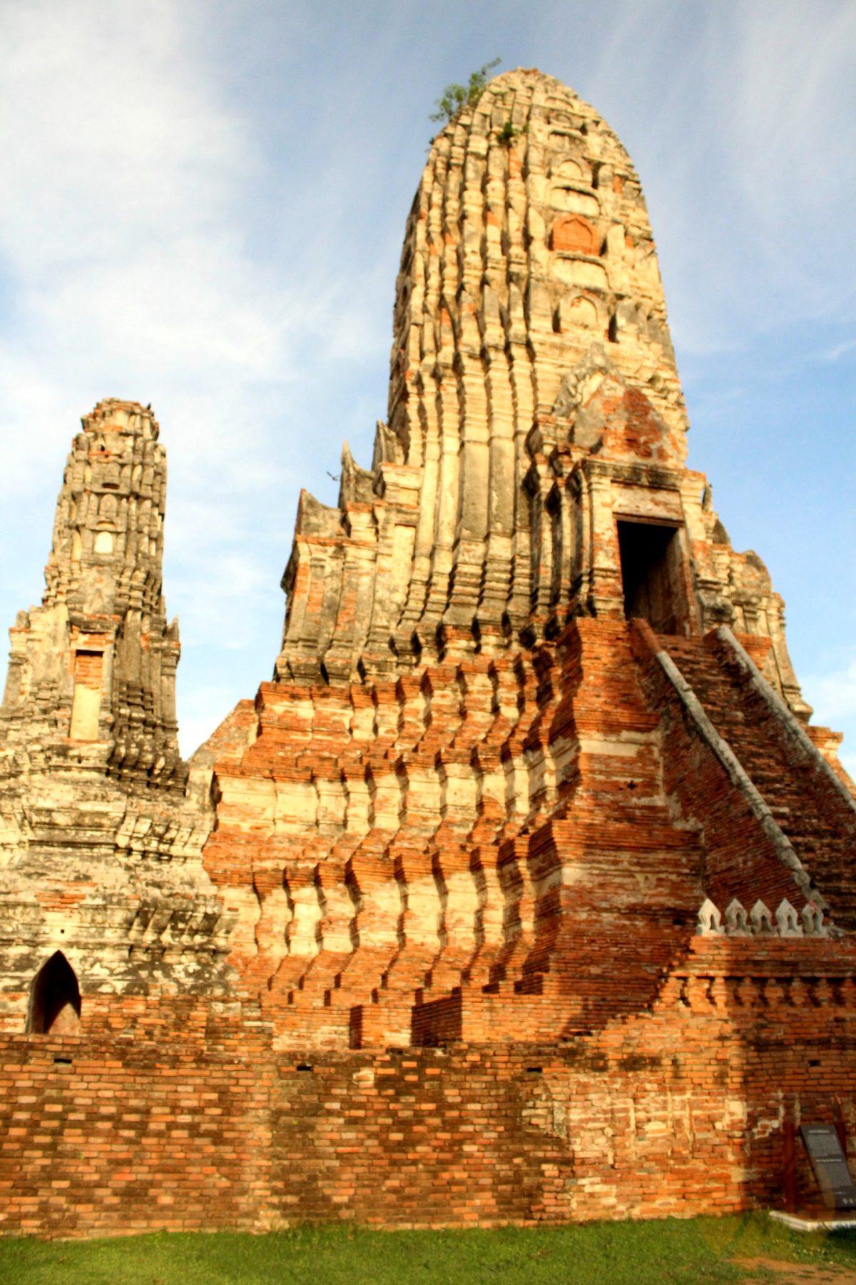 Sunlight on Wat Chai Watthanaram