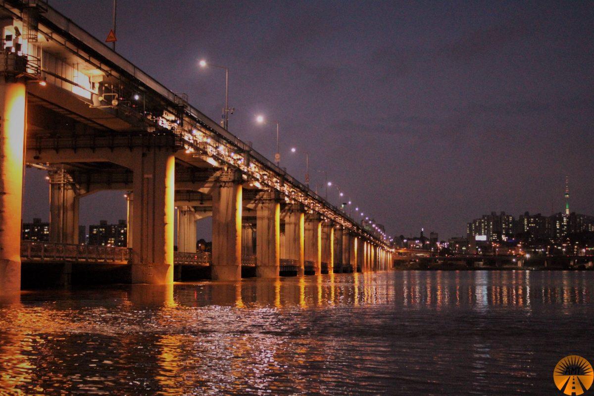 seoul riverside Banpodaegyo Bridge