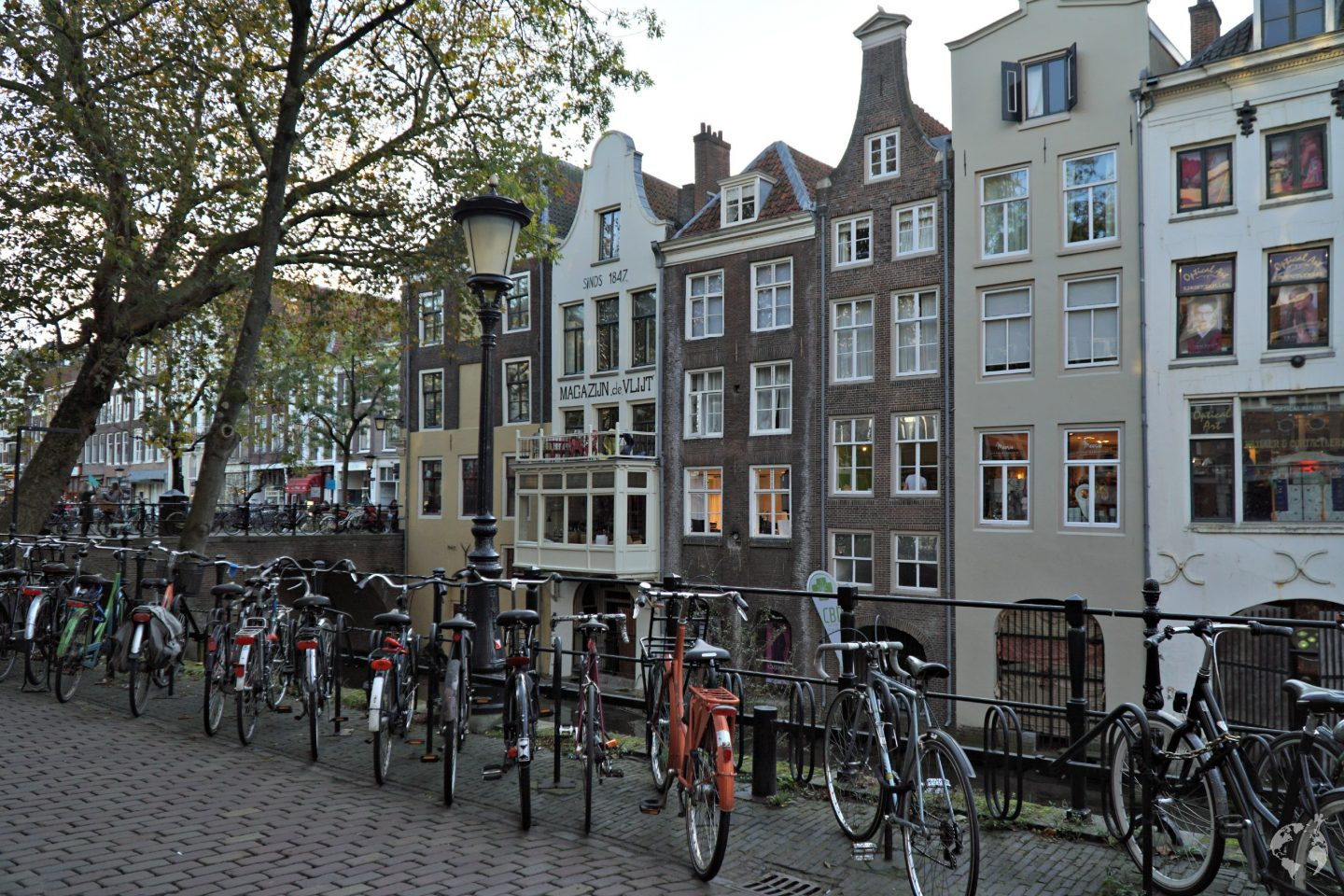 utrecht amsterdam how to go by train