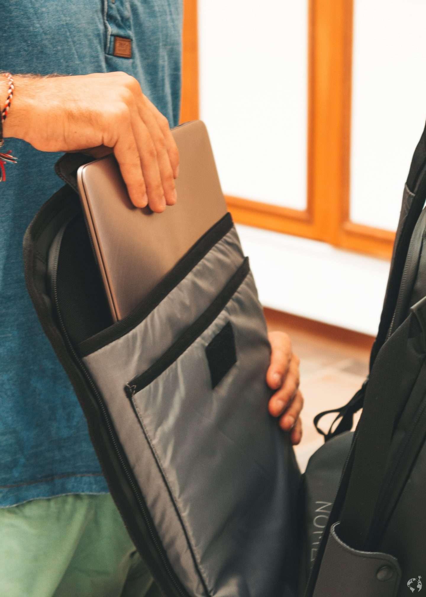 pc portatile attrezzatura da viaggio